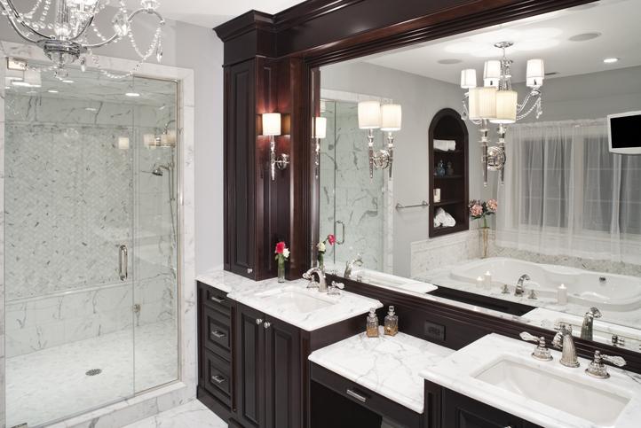 Walk-In Showers vs Tubs 5