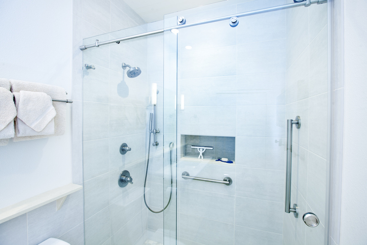 Walk-In Showers vs Tubs 4